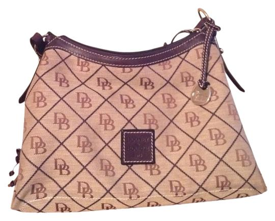Preload https://img-static.tradesy.com/item/929176/dooney-and-bourke-beige-hobo-bag-0-0-540-540.jpg