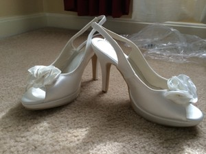 Ivory Peep Toe Sling Back Pumps Size US 6.5