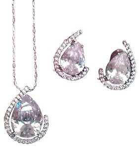 Other Beautiful Tear Drop Necklace Set
