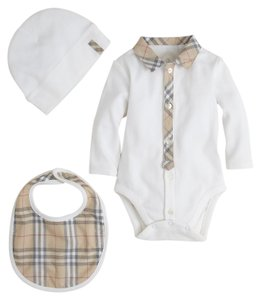 Burberry baby infant size 6 mnth Burberry gift set new in box