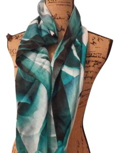 Ivanka Trump NEW NO TAGS IVANKA TRUMP 100% SILK MULTICOLOR SCARF 35X35 INCHES
