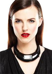 Nuri NURI Resin Collar with Stone Black