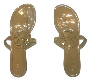 Tory Burch Miller Flip Flop Patent Leather Thong Logo Slide On Tan Sandals