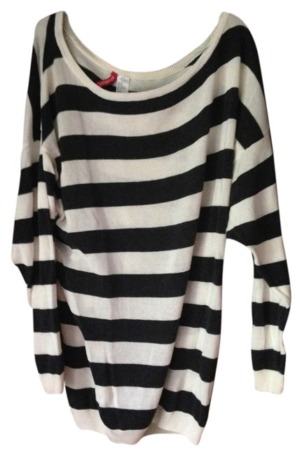 Preload https://img-static.tradesy.com/item/932081/divided-by-h-and-m-black-and-white-striped-sweaterpullover-size-8-m-0-0-650-650.jpg