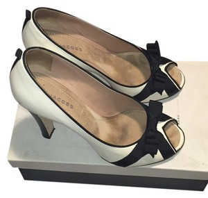Marc Jacobs Ivory/Black Pumps