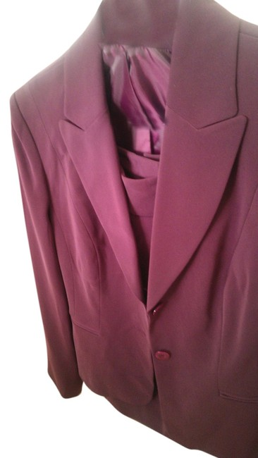 Item - Wine And Jacket Skirt Suit Size 6 (S)