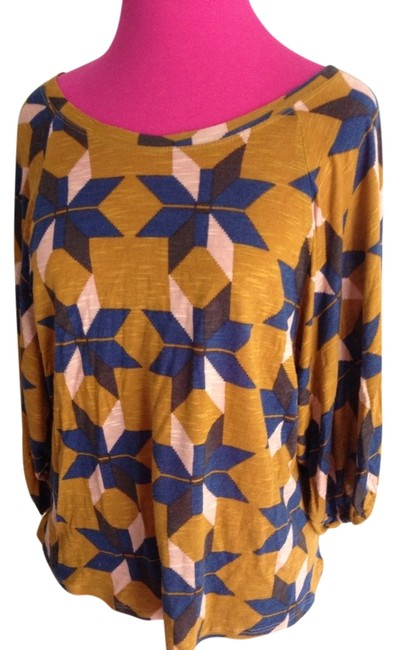 Preload https://item2.tradesy.com/images/forever-21-multicolor-abstract-star-print-34-sleeve-sweaterpullover-size-8-m-936621-0-0.jpg?width=400&height=650