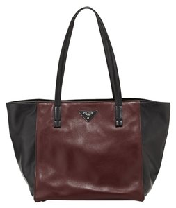 Prada Shopping Shopping Leather Leather Tote in Nero/ Granato