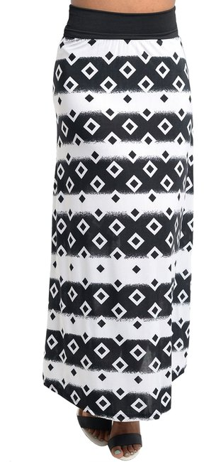 Preload https://item4.tradesy.com/images/black-and-white-diamond-design-maxi-skirt-size-10-m-31-937943-0-0.jpg?width=400&height=650