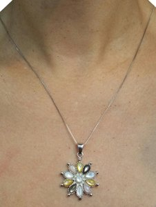 Sterling Silver Mother of Pearls Flower Pendant in Chain Necklace