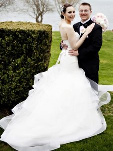 Jim Hjelm Ivory Alencon Lace Bridal Gown with Strapless Sweetheart Neckline and Elongated Bodice Three Tiered Tulle Skirt With Tara Keely 2200 Formal Wedding Dress Size 6 (S)