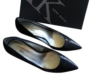 AK Anne Klein Shimmer Dot Shine Black Pumps