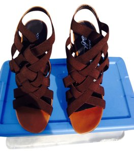 Donald J Pliner Strappy Great Looking Brown Sandals