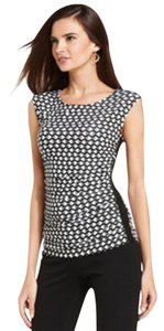 New York & Company Scoop Neckline Graphic Print Ruching At Sides Fitted Silhouette Cap Sleeve Top Black/White