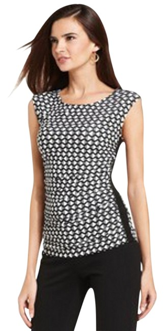 New York & Company Fitted Silhouette. Graphic Print Pullover Style Scoop Neckline. Top Black/White