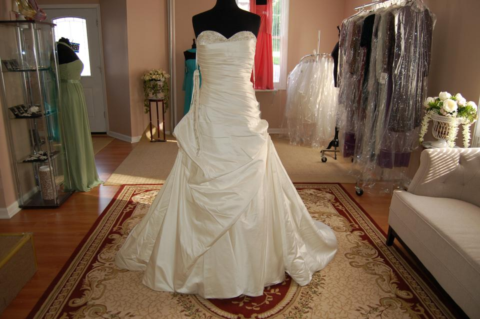 Kirstie kelly soft white satin onyx signature wedding dress size kirstie kelly soft white satin onyx signature wedding dress size 16 xl plus 0x junglespirit Image collections