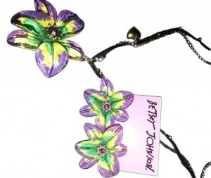 Betsey Johnson Betsey Johnson Flower Necklace & Earrings Set
