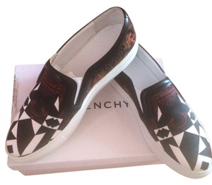 Givenchy Low Tops Sneaker Black, Multicolor Print Flats