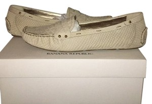 Banana Republic New Loafer Driving Rubber Python Leather Alligator Casual Never Worn Cream tan nude gold Flats
