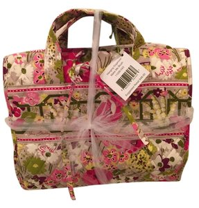 03c76a7e9c Vera Bradley Cosmetic Bags - Up to 70% off at Tradesy