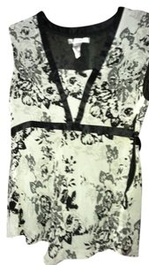Nine West Top Chiffon Black and gray floral pattern