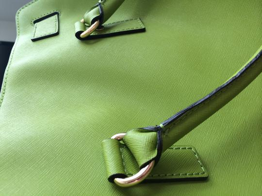 Michael Kors With Lock And Key Tote in Green