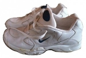 Oposición calculadora ojo  Nike White with Blue Logo Airliner Walking/Cross Trainer Tennis Sneakers  Size US 6 - Tradesy