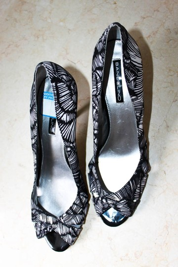 Bandolino Peep Toe Graphic Print Black & White Pumps