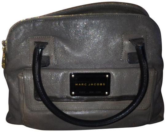 Preload https://item4.tradesy.com/images/marc-jacobs-shoulder-bag-grey-with-black-and-gold-hardware-950573-0-1.jpg?width=440&height=440