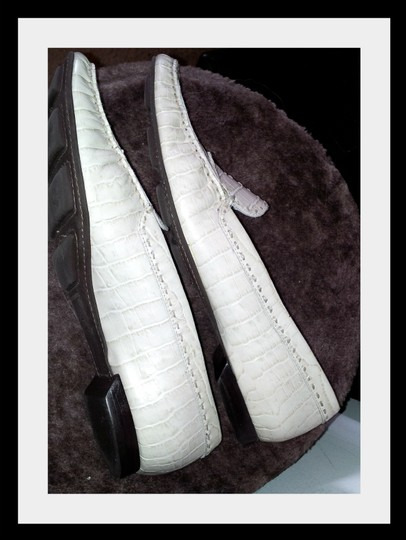 Ellen Tracy Reptile Leather Like New white Flats