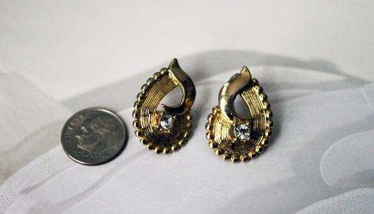 Textured Gold-Tone Pear Shaped Crystal Detail Earrings Vintage Textured Gold-Tone Pear Shaped Crystal Detail Earrings
