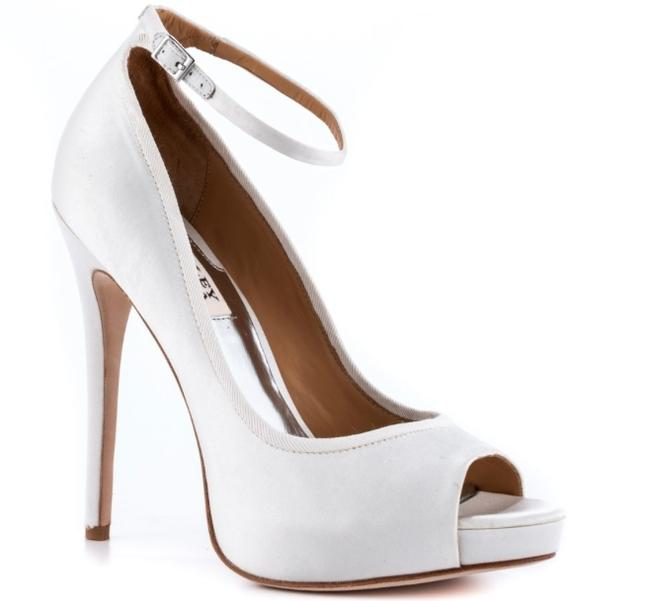 Item - White Platforms Size US 8