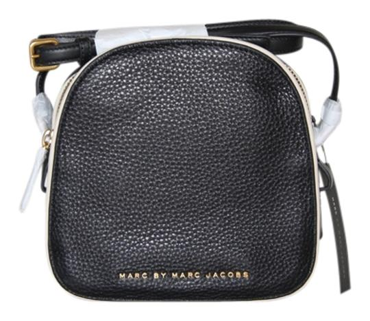 Preload https://item3.tradesy.com/images/marc-by-marc-jacobs-on-your-black-italian-leather-cross-body-bag-951062-0-0.jpg?width=440&height=440