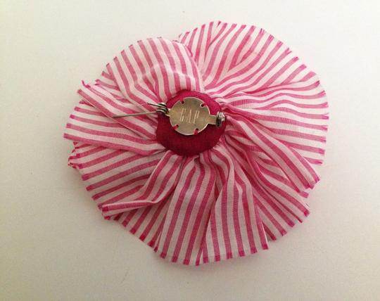 Gap Gap Flower Pin