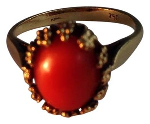 18k Gold Coral Ring. 18k Gold Coral Ring.