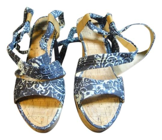 Preload https://img-static.tradesy.com/item/953777/guess-dark-bluewhite-work-and-day-by-day-style-wedges-size-us-65-regular-m-b-0-0-540-540.jpg