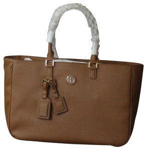 Tory Burch Tote in LUGGAGE 201