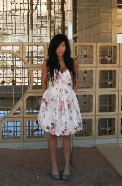 Item - Floral Silk and Cotton Twirled Sweetheart Feminine Bridesmaid/Mob Dress Size 4 (S)