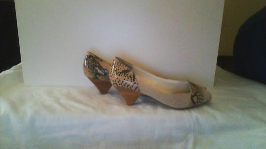 Other beige and python patent leather Pumps