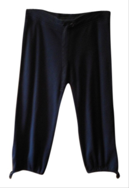 Preload https://item1.tradesy.com/images/gap-blue-capris-size-8-m-29-30-956495-0-0.jpg?width=400&height=650