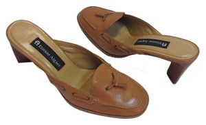 Etienne Aigner New Excellent Condition Leather Size 5.50 M Neutral Mules