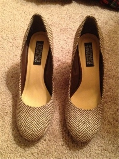 Deena & Ozzy Low Wooden Heel Brown And Cream Herringbone Low Heel Herringbone Brown Tweed Wood Heel Brown/cream Pumps