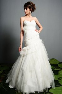 Eden Ivory Tulle 1404 Destination Wedding Dress Size 10 (M)