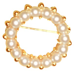 Vintage Pearl And Gold Tone Pin... Pearls Are Not Real