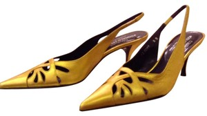 Donald J. Pliner Metallic gold. Pumps