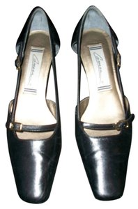 Caressa Black Pumps