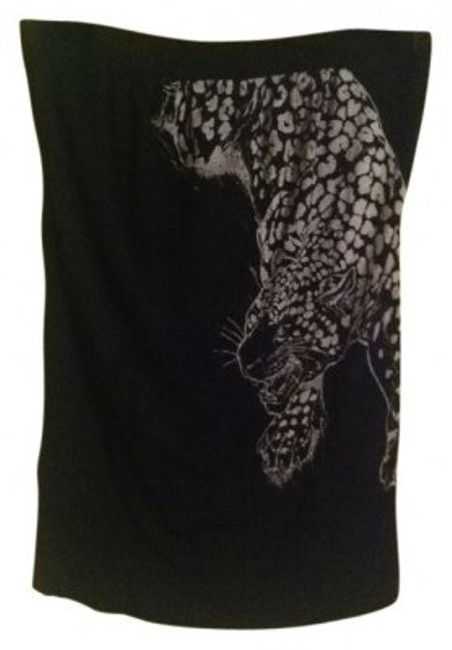 Preload https://img-static.tradesy.com/item/9598/forever-21-black-printed-night-out-top-size-6-s-0-0-650-650.jpg