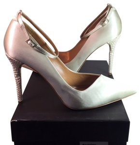 Badgley Mischka Bridal Wedding Women Pointed Toe Ankle Strap Asymetric Size 10 Ivory Pumps