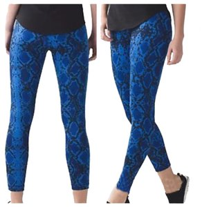 Lululemon New With Tags Lululemon High Times Snake Print Sapphire Blue Size 8