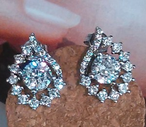 Gorgeous Sparkly Stud Earrings